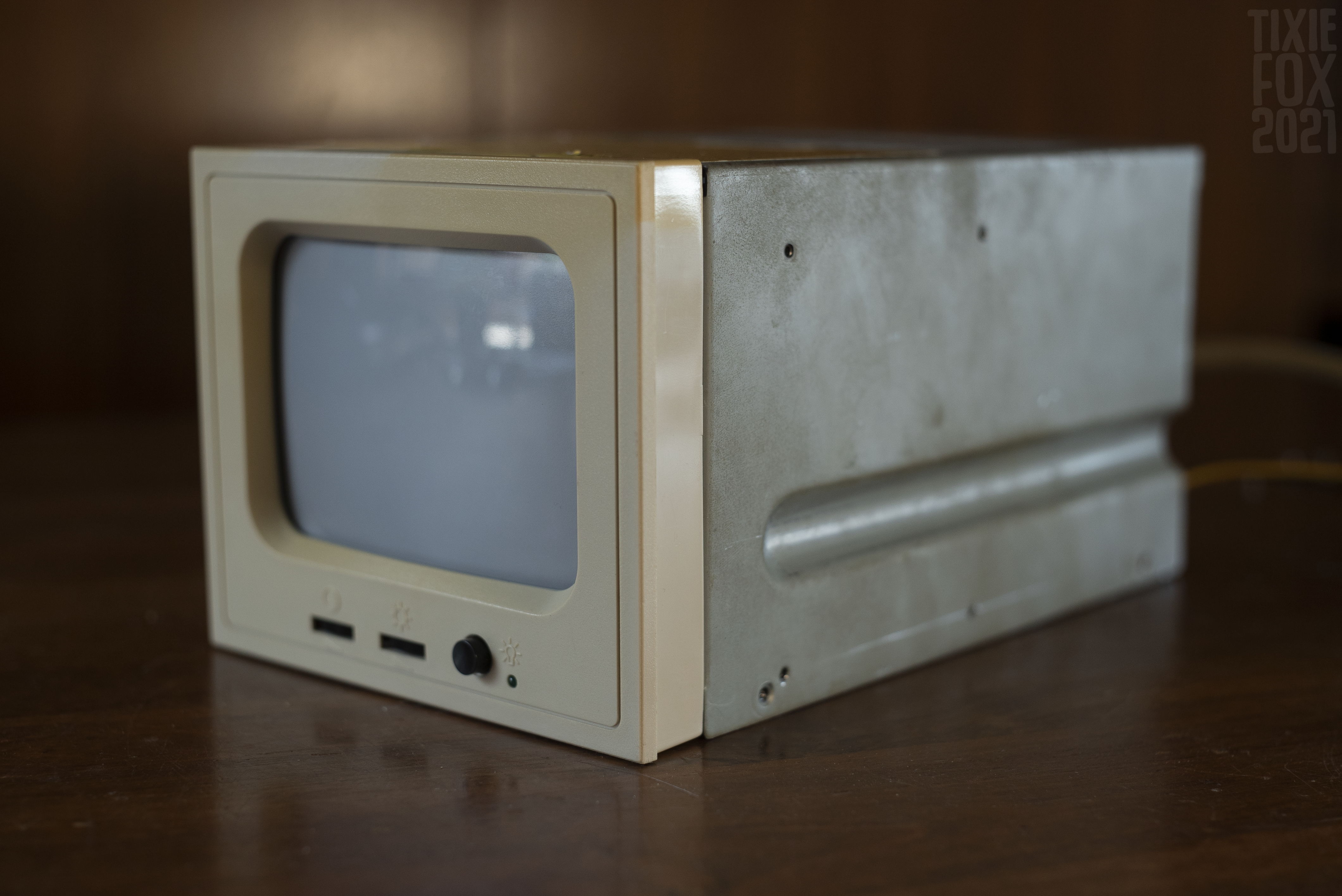 A CRT inside your PC: STS Tecom amber monitor showcase